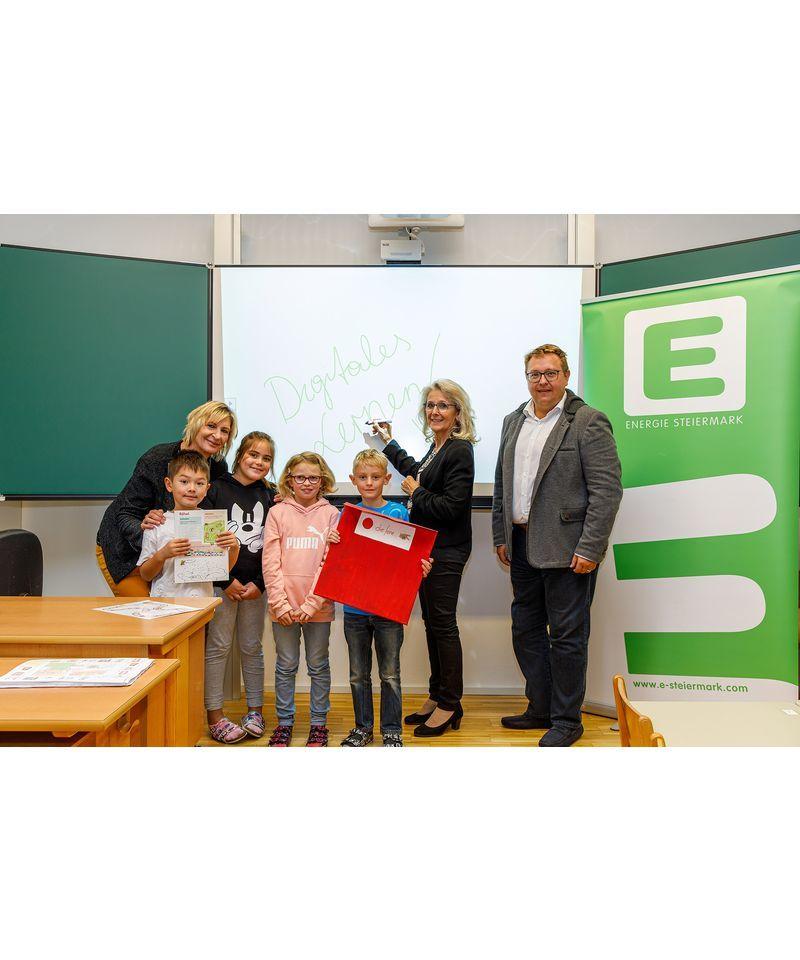Direktorin Sigirid Bacher, Bürgermeisterin Roswitha Glashüttner, Vorstandsdirektor Martin Graf. (c) Energie Steiermark
