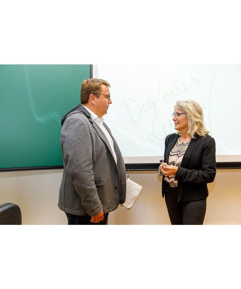 Vorstandsdirektor Martin Graf im Gespräch mit Bürgermeisterin Roswitha Glashüttner